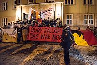 Demonstration in Dessau anlaesslich des 12. Todestages des Fluechtling Oury Jalloh, der am 7. Januar 2005 unter bislang nicht geklaerten Umstaenden in Polizeihaft, in der Zelle gefesselt, bei lebendigem Leib verbrannte.<br /> An der Demonstration beteiligten sich ca. 1.500 Menschen.<br /> Im Bild: Demonstrationsteilnehmer vor der Polizeiwache, in der Oury Jalloh ums Leben kam.<br /> Vorne rechts: Moctar Bah, ein Freund von Oury Jalloh, der seit dessen Tod um Aufklaerung kaempft.<br /> 7.1.2017, Dessau<br /> Copyright: Christian-Ditsch.de<br /> [Inhaltsveraendernde Manipulation des Fotos nur nach ausdruecklicher Genehmigung des Fotografen. Vereinbarungen ueber Abtretung von Persoenlichkeitsrechten/Model Release der abgebildeten Person/Personen liegen nicht vor. NO MODEL RELEASE! Nur fuer Redaktionelle Zwecke. Don't publish without copyright Christian-Ditsch.de, Veroeffentlichung nur mit Fotografennennung, sowie gegen Honorar, MwSt. und Beleg. Konto: I N G - D i B a, IBAN DE58500105175400192269, BIC INGDDEFFXXX, Kontakt: post@christian-ditsch.de<br /> Bei der Bearbeitung der Dateiinformationen darf die Urheberkennzeichnung in den EXIF- und  IPTC-Daten nicht entfernt werden, diese sind in digitalen Medien nach §95c UrhG rechtlich geschuetzt. Der Urhebervermerk wird gemaess §13 UrhG verlangt.]