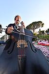 Sul Belvedere di Villa Rufolo, <br /> Morricone dirige Morricone<br /> Orchestra Roma Sinfonietta<br /> Direttore Andrea Morricone<br /> Mariano Rigillo, voce recitante <br /> Vincenzo Bolognese, violino<br /> Antonella Marotta, soprano<br /> <br /> Musiche di Ennio Morricone