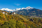 Italien, Suedtirol, bei Meran, Dorf Tirol: Landesmuseum Schloss Tirol, im Hintergrund Dorf Tirol und die schneebedeckten Gipfel der Sarntaler Alpen | Italy, South Tyrol, Alto Adige, near Merano, Tirolo: Tirol castle - provincial museum of history and culture, at background village Tirolo and snowcapped summits of Sarntal Alps (Alpi Sarentine)