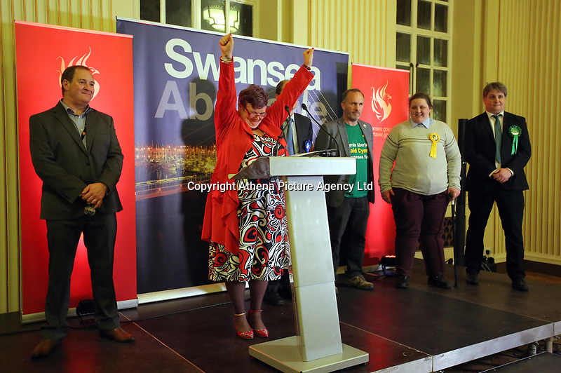 Pictured: Labour candidate for Swansea East constituency Carolyn Harris (2nd L) celebrates her win after it was announced.  Friday 09 June 2017<br />