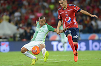 MEDELLÍN -COLOMBIA-28-05-2017: Eduard Atuesta (Der) jugador del Medellín disputa el balón con Macnelly Torres (Izq) de Nacional durante el encuentro entre Independiente Medellín y Atletico Nacional por la fecha 20 de la Liga Águila I 2017 jugado en el estadio Atanasio Girardot de la ciudad de Medellín. / Eduard Atuesta (R) player of Medellin vies for the ball with Macnelly Torres (L) player of Nacional during match between Independiente Medellin and Atletico Nacional for date 20 of the Aguila League I 2017 at Atanasio Girardot stadium in Medellin city. Photo: VizzorImage/ León Monsalve / Cont