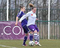 RSC Anderlecht Dames - Beerschot : duel tussen Lucinda Michez (rechts) en Lorca Van De Putte.foto DAVID CATRY / Vrouwenteam.be
