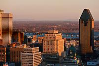 Amérique/Amérique du Nord/Canada/Québec/Montréal: La ville et le fleuve Saint-Laurent, vus depuis Le sommet du mont Royal : 233 m //  <br /> America / North America / Canada / Quebec / Montreal: The city and the St. Lawrence River, seen from The summit of Mount Royal: 233 m