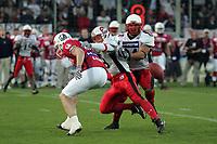 Jörg Heckenbach (Wide Receiver Braunschweig Lions) wird von Hubert Fleck (Linebacker Stuttgart Scorpions) am Fangen des Passes gehindert