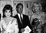 AMANDA LEAR, CARLO BUOZZI E GINA LOLLOBRIGIDA<br /> FESTA ENRICO COVERI AL TOULA' <br /> MILANO 1989