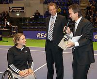 18-12-10, Tennis, Rotterdam, Reaal Tennis Masters 2010, IC award voor Esther Vergeer uit handen van Mark Koevermans