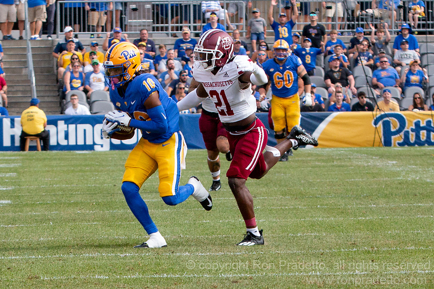 Pitt wide receiver Jaylon Barden makes a catch while being covered by UMass defensive back Te'Rai Powell (21). The Pitt Panthers defeated the UMass Minutemen 51-7 on September 4, 2021 at Heinz Field, Pittsburgh, PA.