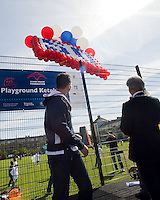 22-4-09, Den Haag, Opening 50e Krajicek Foundation playground, Richard Krajicek en burg, Aartsen laten balonnen op als opening van het 50e playground.