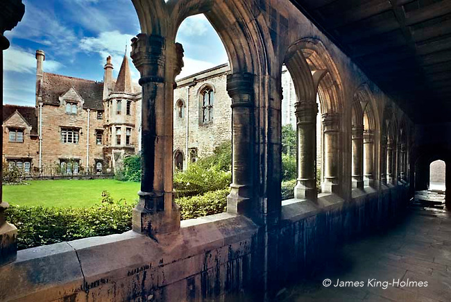 Browne's Hospital, Stamford, Lindolnshire, UK Medieval almshouses and cloister of the hospital built by wealthy wool merchant William Browne in 1485 in Stamford, Lincolnshire, UK seen from the adjacent cloister. The houses were to house poor men and women of the parish.