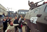 - Italian soldiers of the NATO contingent in the muslem city of Goradze after the end of  siege....- militari italiani del contingente NATO nella città mussulmana di Goradze dopo la fine dell'assedio