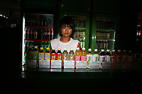CHINA. Beijing. A vendor selling drinks in the shopping district of Wangfujing, a popular place for spectators, tourists and athletes to visit during the Olympic Games. 2008