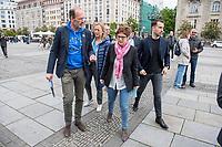 """#EuropaDemo von """"Pulse of Europe"""" am Sonntag den 5. Mai 2019 auf dem Berliner Gendarmenmarkt.<br /> Als Redenerin war u.a. Annegret Kramp-Karrenbauer, Bundesvorsitzende der CDU (Mitte), eingeladen.<br /> Links: Pulse of Europe-Vorstandsmitglied Dr. Alexander Freiherr Knigge.<br /> 5.5.2019, Berlin<br /> Copyright: Christian-Ditsch.de<br /> [Inhaltsveraendernde Manipulation des Fotos nur nach ausdruecklicher Genehmigung des Fotografen. Vereinbarungen ueber Abtretung von Persoenlichkeitsrechten/Model Release der abgebildeten Person/Personen liegen nicht vor. NO MODEL RELEASE! Nur fuer Redaktionelle Zwecke. Don't publish without copyright Christian-Ditsch.de, Veroeffentlichung nur mit Fotografennennung, sowie gegen Honorar, MwSt. und Beleg. Konto: I N G - D i B a, IBAN DE58500105175400192269, BIC INGDDEFFXXX, Kontakt: post@christian-ditsch.de<br /> Bei der Bearbeitung der Dateiinformationen darf die Urheberkennzeichnung in den EXIF- und  IPTC-Daten nicht entfernt werden, diese sind in digitalen Medien nach §95c UrhG rechtlich geschuetzt. Der Urhebervermerk wird gemaess §13 UrhG verlangt.]"""