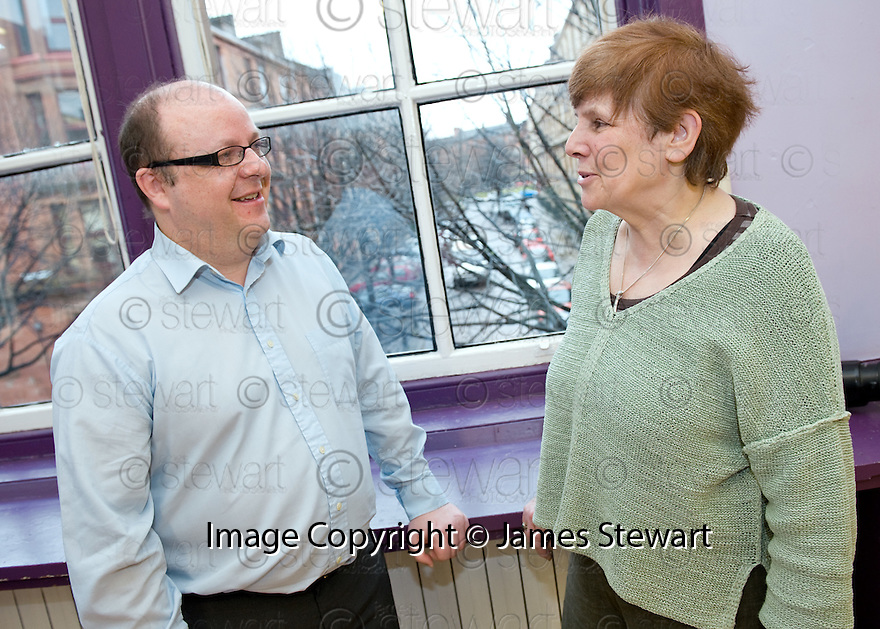 :: BIG LOTTERY FUND :: SCOTTISH HUNTINGTON'S ASSOCIATION (SHA) ::  JOHN EDEN CHIEF EXECUTIVE OF THE SHA WITH BIG LOTTERY FUND SCOTLAND COMMITTEE CHAIR ALISON MAGEE ::