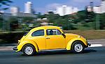 Automóvel Volkswagen. SP. Foto de Juca Martins.