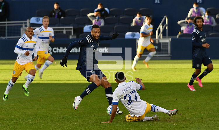 KANSAS CITY, KS - NOVEMBER 22: Khiry Shelton #11 of Sporting KC and Marcos Lopez #27 of the San Jose Earthquakes battle for a 50/50 ball before a game between San Jose Earthquakes and Sporting Kansas City at Children's Mercy Park on November 22, 2020 in Kansas City, Kansas.
