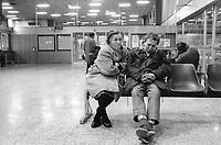 - Milano, emarginati e senza casa alla Stazione Centrale (gennaio 1993)<br /> <br /> <br /> <br /> - Milan, marginalized and homeless at the Central Station (January 1993)