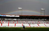 MANIZALES - COLOMBIA - 21-04-2013:El Arco Iris sobre, el partido en el estadio Palogrande de la ciudad de Manizales, abril 21 de 2013.Once Caldas venció dos goles a cero al Cúcuta Deportivo, en partido de la fecha 12 de la Liga Postobón I. (Foto: VizzorImage / Yonboni  / Str).  The rainbow over the match at the stadium Palogrande city of Manizales, April 21, 2013. Once Caldas won two goals to cero to Cucuta Deportivo, in a match for the twelfth date of the League Postobon I. (Photo: VizzorImage / Yonboni / Str)  .