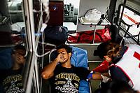 """Un hombre joven es atendido por paramédicos abordo de una ambulancia de la cruz roja mexicana, presenta problemas de deshidratación causados por la falta de líquidos y el calor del desierto sonorense. <br /> <br /> La Caravana del Migrante conformada por un contingente de 600 personas su mayoría de origen centroamericano, arribaron a Hermosillo a bordo del tren conocido como """"La Bestia"""", provienen de la frontera Sur del País y con rumbo a la ciudad de Mexicali donde continuaran el viaje hasta Tijuana.<br /> La caravana tiene como objetivo solicitar <br /> asilo a Estados Unidos y algunos integrantes piensan solicitar una visa humanitaria en Mexico para laborar en los campos de Sonora y Baja California.<br /> (Photo: AP/Luis Gutierrez)"""