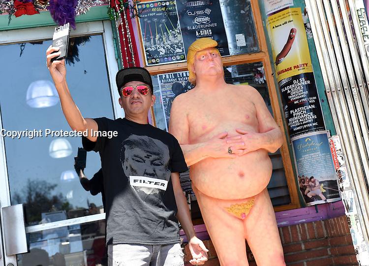 Naked Trump Statue @ Anarchist artist collective INDECLINE placed a naked Donald Trump statue held @ the WACKO shop 4633 Hollywood blvd.<br /> August 18, 2016 # INSOLITE UNE STATUE DE DONALD TRUMP NUE FAIT SENSATION