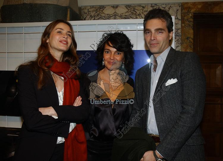 """SABRINA COLLE CON PATRICIA GUGLIELMI E FABRIZIO COLONNA<br /> VERNISSAGE """"ROMA 2006 10 ARTISTI DELLA GALLERIA FOTOGRAFIA ITALIANA"""" AUDITORIUM DELLA CONCILIAZIONE ROMA 2006"""
