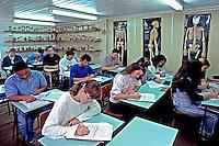 Escola de adultos na fabrica  Linhas Círculo em Gaspar, Santa Catarina. 1996. Foto de Juca Martins.