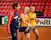 The Hague, The Netherlands, Februari 4, 2020,  Sportcampus , FedCup  Netherlands - Balarus, Dutch team practise, playing spike ball, ltr: Captain Paul Haarhuis, Kiki Bertens and Arantxa Rus<br /> Photo: Tennisimages/Henk Koster