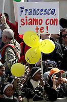 "Suore in Piazza San Pietro per la la messa per la Domenica delle Palme celebrata dal Papa, Citta' del Vaticano, 24 marzo 2013..Nuns in St. Peter's square in occasion of  the Palm Sunday Mass celebrated by the Pope, at the Vatican, 24 March 2013. The sign reads ""Francis, we are with you!""..UPDATE IMAGES PRESS/Riccardo De Luca..STRICTLY ONLY FOR EDITORIAL USE"