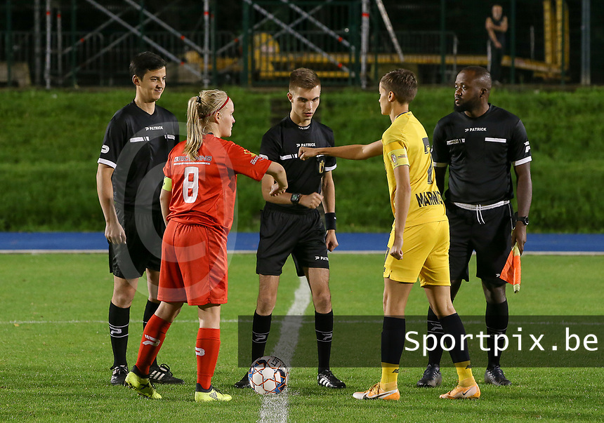Referees, Woluwe's captain Jana Simons (L) and Standard's captain Maurane Marinucci (7) pictured during coin flip before a female soccer game between FC Femina WS Woluwe and Standard Femina de Liege on the fourth match day of the 2020 - 2021 season of Belgian Womens Super League , Friday 8th of October 2020  in Liege , Belgium . PHOTO SPORTPIX.BE | SPP | SEVIL OKTEM