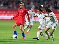 CARSON, CA - FEBRUARY 7: Tobin Heath #17 of the United States dribbles during a game between Mexico and USWNT at Dignity Health Sports Park on February 7, 2020 in Carson, California.