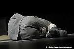 Kinkan shonen re-création.Graine de cumquat.mise en scène, chorégraphie.et conception Ushio Amagatsu.réalisation des musiques Yoichiro Yoshikawa.réalisation des costumes Masayo Iizuka..avec Semimaru, Sho Takeuchi,.Akihito Ichihara, Taiyo Tochiaki,.Shoji Matsuo, Ichiro Hasegawa,.Dai Matsuoka..Créé en 1978 au Nihon Shobo Kaikan Hall,.Japon..Re-création en 2005 au Biwako Hall Center.for the Performing Arts, Shiga, Japon..avec le soutien de Toyota et Shiseido..photo by Laurent Paillier / photosdedanse.com