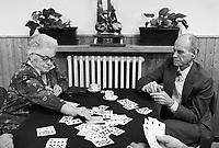 -day care center for elderly people in Cene, province of Bergamo, playing cards (October 1990)....- centro diurno per anziani a Cene, in provincia di Bergamo, gioco delle carte (ottobre 1990)