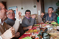 Europe/France/Aquitaine/40/Landes/Env de Dax/Tercis:  Christian Constant  chez  Guy Pedelucq, éleveur de Boeuf gras de Chalosse //  France, Landes Tercis, Christian Constant at Guy Pedelucq breeder fatty beef Chalosse