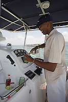 """France/DOM/Martinique/Le François: Hôtel Cap Est Lagoon Resort & Spa service du ty-punch a bord du bateau de l'Hotel le """"White Shark"""" [Non destiné à un usage publicitaire - Not intended for an advertising use] ["""