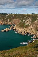 Royaume-Uni, îles Anglo-Normandes, île de Guernesey, Saint Martin:  Côte rocheuse à  Icart Point  // United Kingdom, Channel Islands, Guernsey island,  St Martin: Icart Point