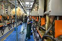 POLAND, Juchowo, organic milk cow farm, modern milking stand / POLEN, Juchowo, biologisch wirtschaftender Milchviehbetrieb, moderner Melkstand