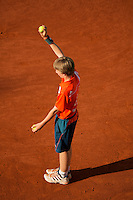 03-06-12, France, Paris, Tennis, Roland Garros, ballboy