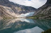 Gletscher, Festlandsgletscher, Eis, Nigardsbreen, Nigardbreen, Jostedalsbreen, Jostetal, Jostedalsbreen-Nationalpark, Gletscherzunge mündet in den Gletschersee Nigardsbrevatnet, Nationalpark, Norwegen. Nigardsbreen, Jostedalsbreen glacier, Jostedal Glacier, glacier tongue, snout of a glacier, glacial lobe, glacier, ice, Norway