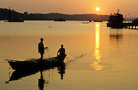 INDIA, Andaman, Port Blair, coast fisherman / INDIEN, Andamanen, Kuestenfischer