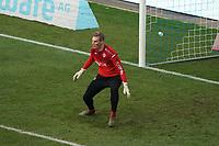 Ersatz-Torwart Eric Verstappen (Wuerzburger Kickers) macht sich warm<br /> <br /> - 19.12.2020: Fussball 2. Bundesliga, Saison 20/21, Spieltag 13, SV Darmstadt 98 - Wuerzburger Kickers, Stadion am Boellenfalltor, emonline, emspor, <br /> <br /> Foto: Marc Schueler/Sportpics.de<br /> Nur für journalistische Zwecke. Only for editorial use. (DFL/DFB REGULATIONS PROHIBIT ANY USE OF PHOTOGRAPHS as IMAGE SEQUENCES and/or QUASI-VIDEO)