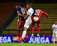 MEDELLIN - COLOMBIA, 01-11-2020: Juan Cuesta, Javier Reina de Deportivo Independiente Medellin y Robert Mejia de Once Caldas disputan el balon, durante partido de la fecha 17 entre Deportivo Independiente Medellin y Once Caldas, por la Liga BetPLay DIMAYOR 2020, jugado en el estadio Atanasio Girardot de la ciudad de Medellin. / Juan Cuesta, Javier Reina of Deportivo Independiente Medellin and Medellin y Robert Mejia of Once Caldas figth for the ball, during a match of the 17th date between Deportivo Independiente Medellin and Once Caldas, for the BetPLay DIMAYOR League 2020 played at the Atanasio Girardot Stadium in Medellin city. / Photo: VizzorImage / Luis Benavides / Cont.