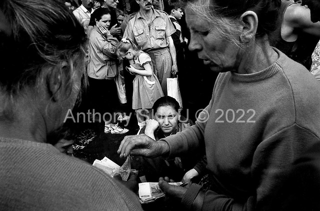 Moscow, Russia.1994..Exchanging money on the market
