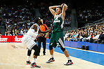 Basketball Real Madrid´s Rivers (L) and Zalgiris Kaunas´s Ulanovas during Euroleague basketball match in Madrid, Spain. October 17, 2014. (ALTERPHOTOS/Victor Blanco)