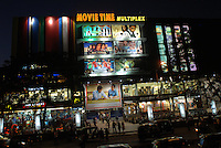 INDIA Mumbai Bombay, Multiplex cinema in Goregoan shows Bollywood movies / INDIEN Bombay, Multiplex Kino in Goregoan zeigt Bollywood Filmproduktionen
