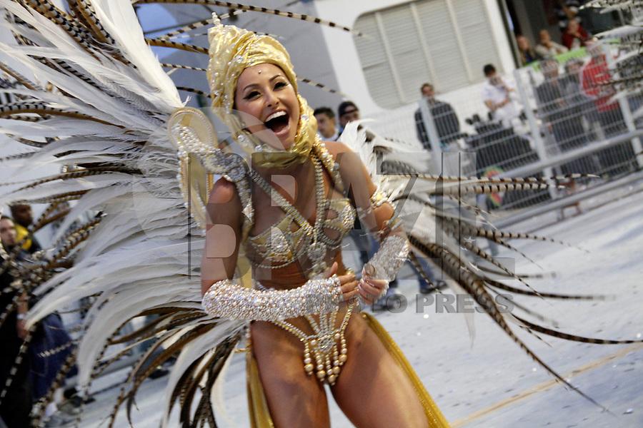 SÃO PAULO, SP, 06 DE MARÇO DE 2011 -  CARNAVAL 2011 / GAVIÕES DA FIEL  - Sabrina Sato durante desfile da Gaviões da Fiel, no segundo dia dos desfiles as escolas do Grupo Especial de São Paulo, no Sambódromo do Anhembi, zona norte da capital paulista. (FOTO: VANESSA CARVALHO/ NEWS FREE)
