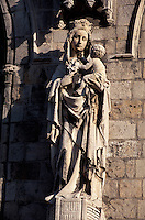 Belgien, Flandern, Detail der gotischen Tuchhalle in Ypern (Ieper), die gotische Tuchhalle, der größte gotische Profanbau Europas wurde nach der völligen Zerstörung im 1. Weltkrieg wieder aufgebaut