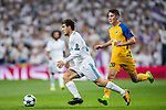 Mateo Kovacic (l) of Real Madrid runs past Roland Sallai of APOEL FC during the UEFA Champions League 2017-18 match between Real Madrid and APOEL FC at Estadio Santiago Bernabeu on 13 September 2017 in Madrid, Spain. Photo by Diego Gonzalez / Power Sport Images