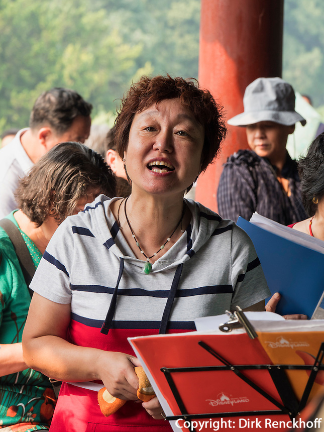 Klassische Musik im Himmelstempel Park, Peking, China, Asien<br /> Classical music in the temple of Heaven park, Beijing, China, Asia