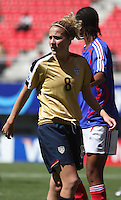 Chile, Chillan: Usa midfield Becky waits fotr the corner kick during the football match of the Fifa U-20 Women¥s World Cup the at Nelson Oyarz˙n stadium in Chill·n , on November the ninth 2008 2008.. GROSNIA / sergio Araneda