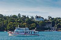 France, Ille-et-Vilaine (35), Côte d'Emeraude, vallée de la Rance, env de Saint-Malo, Pleurtuit: Cale de Jouvente - Chateau de Jouvente, Hôtel: Manoir de la Rance  et le  bateau de croisière: Châteaubriand 2// France, Ille et Vilaine, Cote d'Emeraude (Emerald Coast), Rance Valley,  surroundings St Malo, Pleurtuit: Cale de Jouvente - Chateau de Jouvente Hotel Manoir de la Rance  and cruise ship: Chateaubriand 2