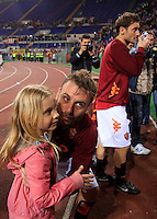 Calcio, Serie A: Roma-Catania. Roma, stadio Olimpico, 5 maggio 2012..Football, Italian serie A: AS Roma vs Catania. Rome, Olympic stadium, 5 may 2012..AS Roma midfielder Daniele De Rossi, center, takes his daughter Gaia in his arms, at thje end of the match. At right, captain Francesco Totti..UPDATE IMAGES PRESS/Riccardo De Luca